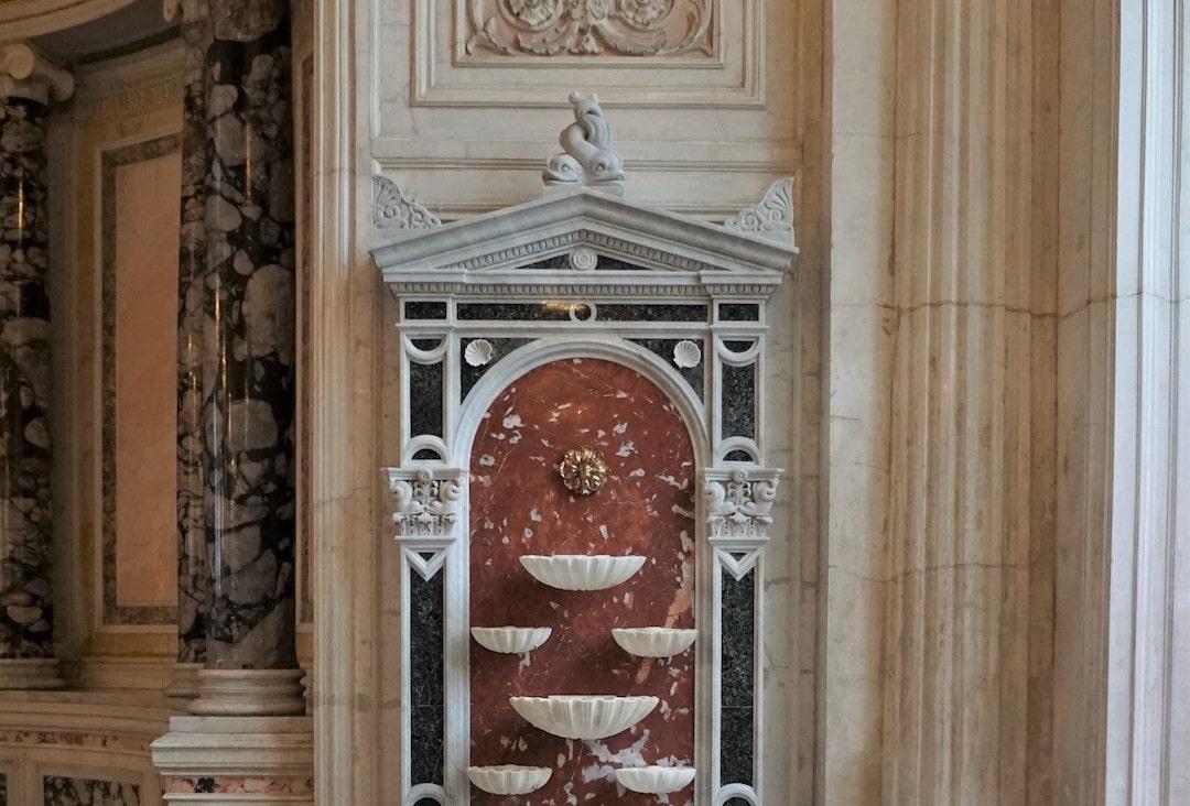 Мраморные фонтаны в Малом Эрмитаже